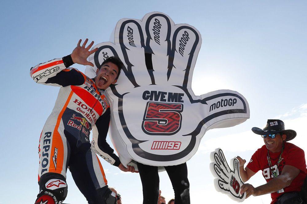 Marc Márquez pudo celebrar su nuevo título de MotoGP en el GP de Valencia