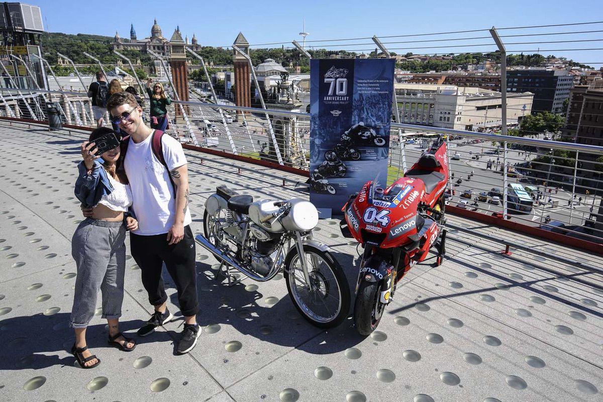 Una Ducati y una Mondial en Montjuic