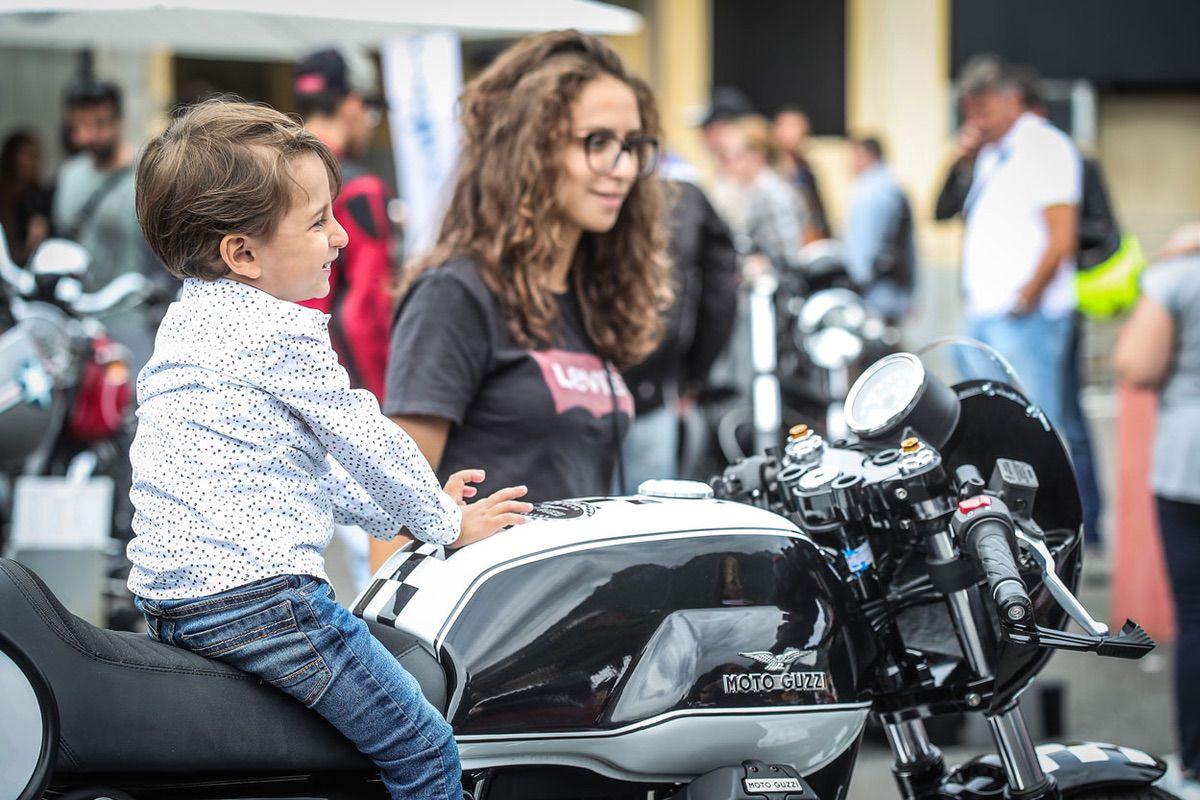 Todo tipo de aficionados a las Moto Guzzi en los Open House 2019