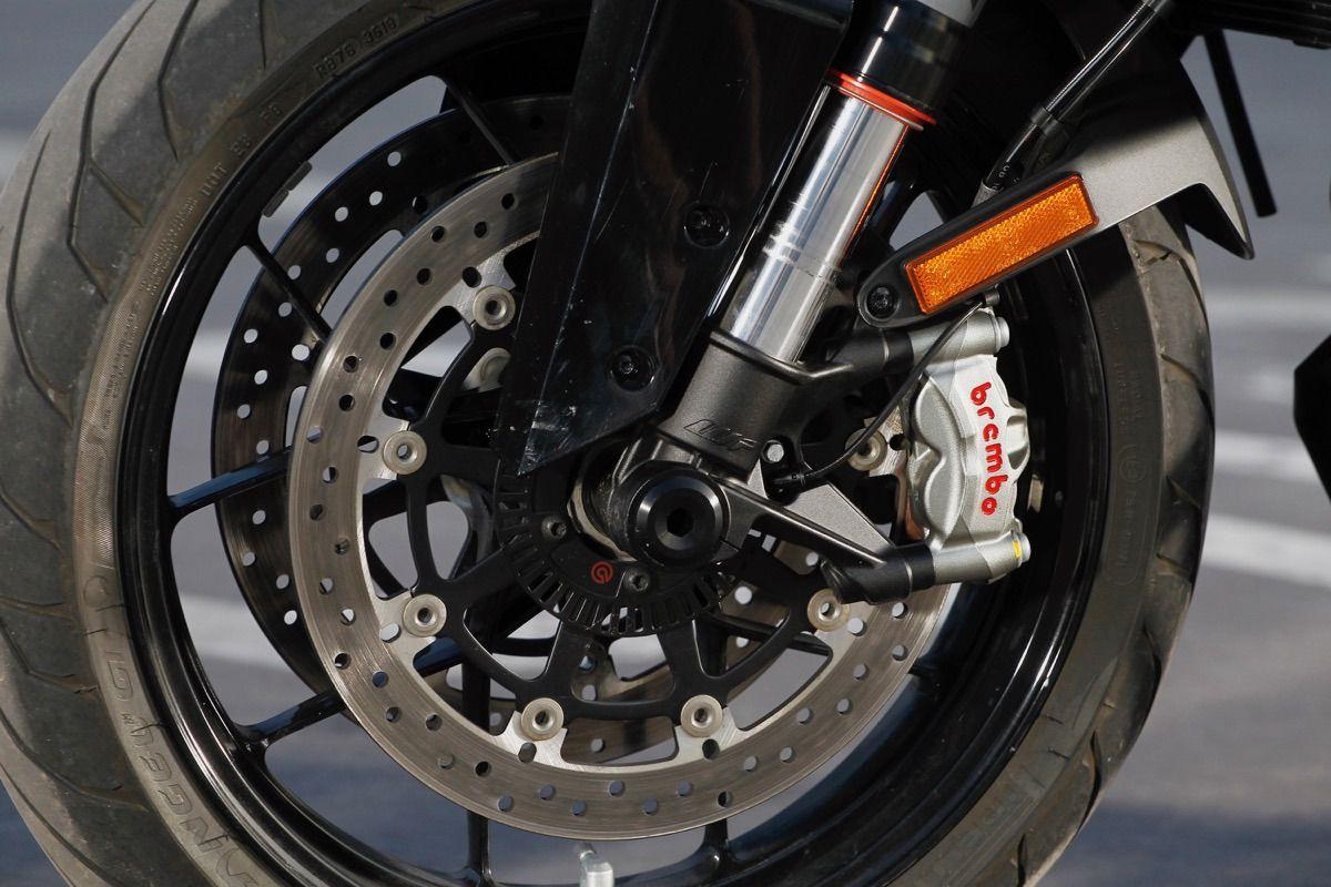 moto ktm 1290 Super Duke GT frenos