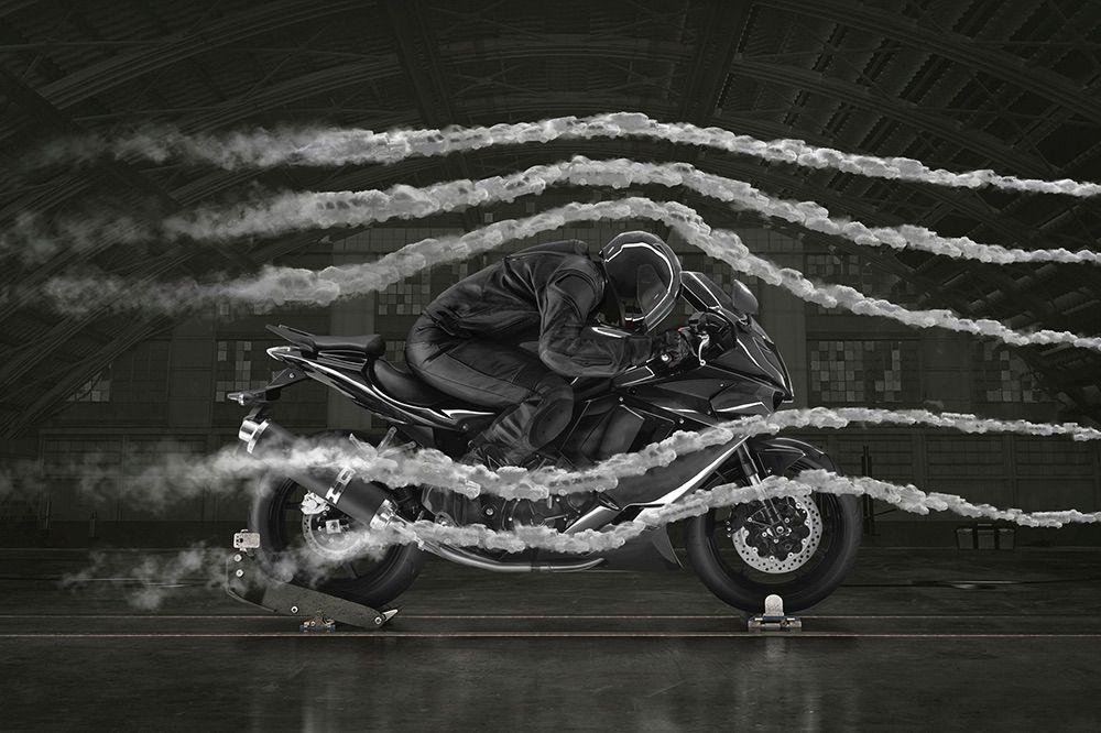 Cómo conducir una moto con viento