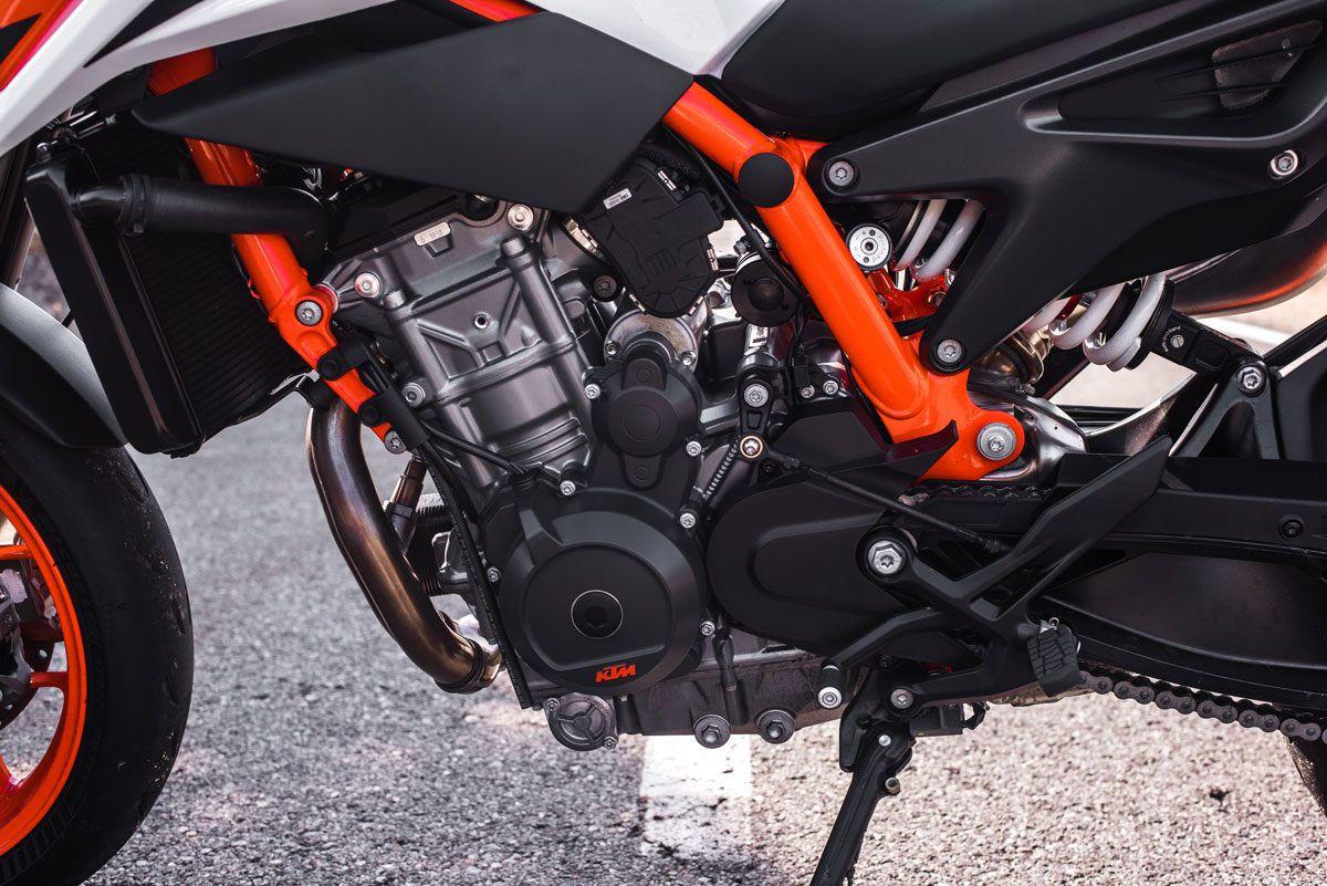 Prueba KTM 890 Duke R 2020