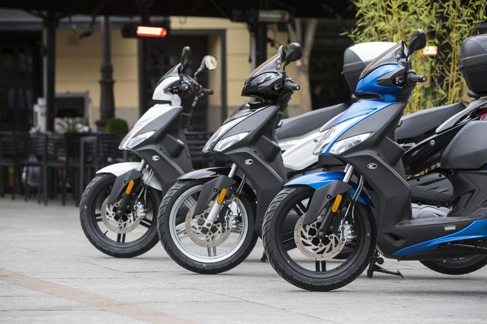Madrid podría dejar de permitir que las motos aparquen reguladamente en las aceras