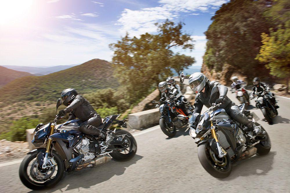 Cómo circular en moto al ir en grupo