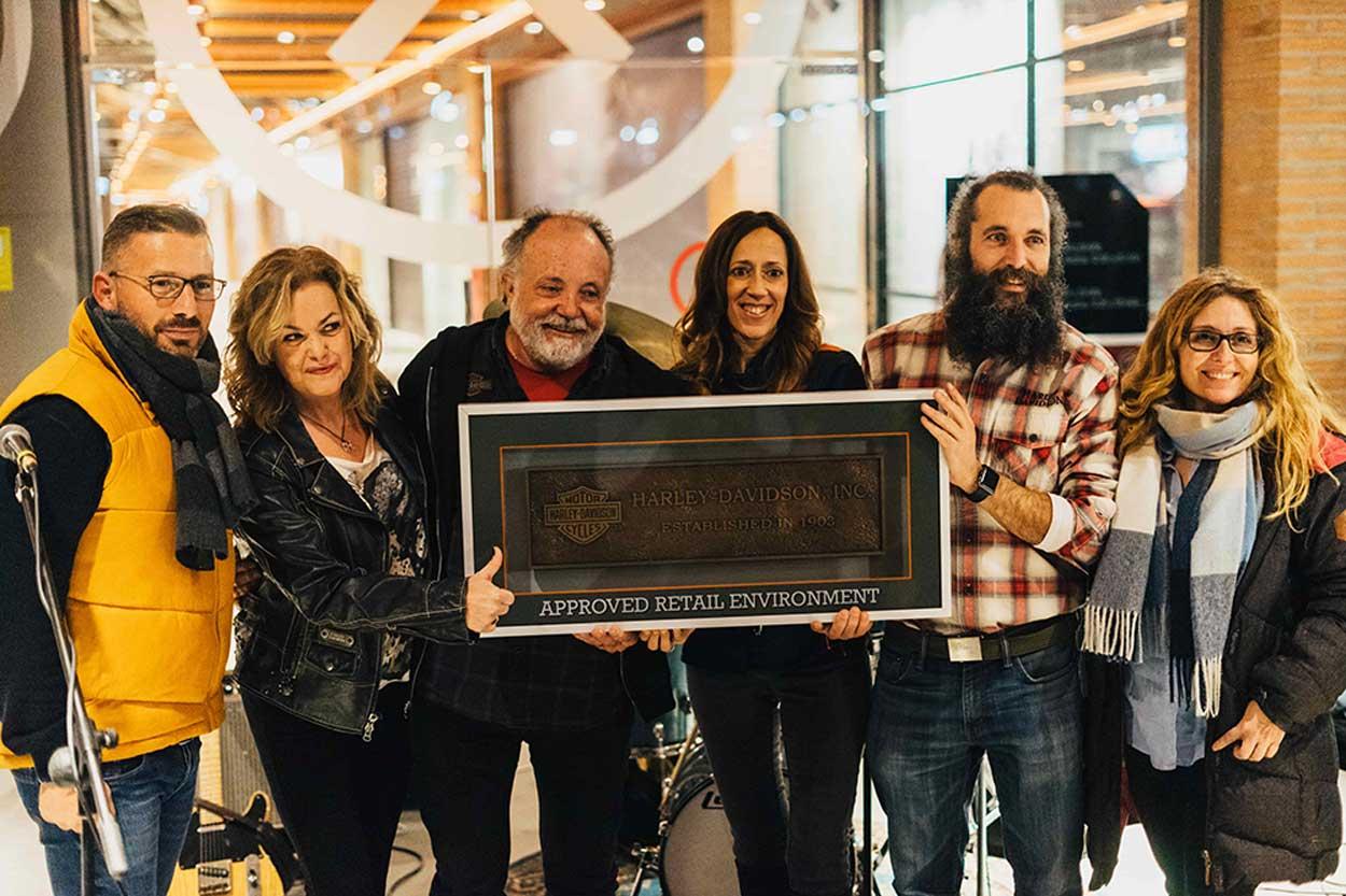 Marta Suriñach, Victor Romero, Feli barrero y Polo Arnaiz, entre otros, durante la presentación del Concesionario Harley Davidson X Madrid