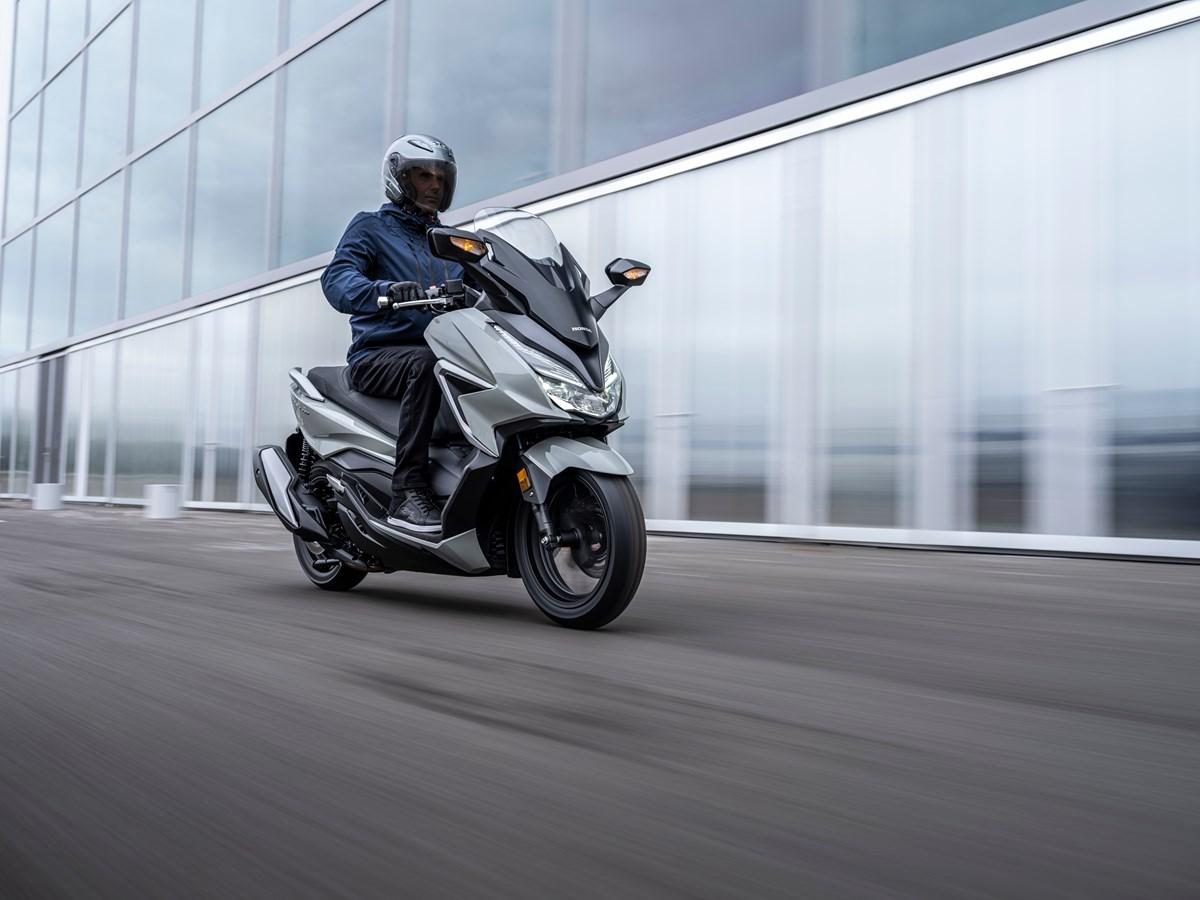 Nuevo Honda Forza 350: mejorando lo bueno