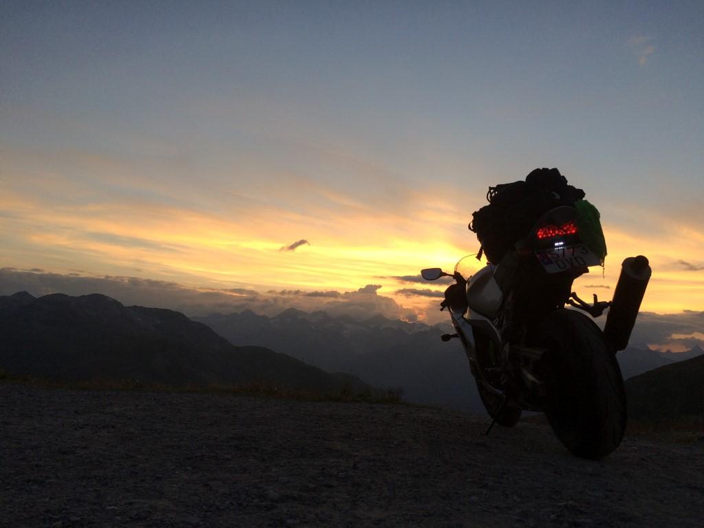 Puertos de los alpes en moto