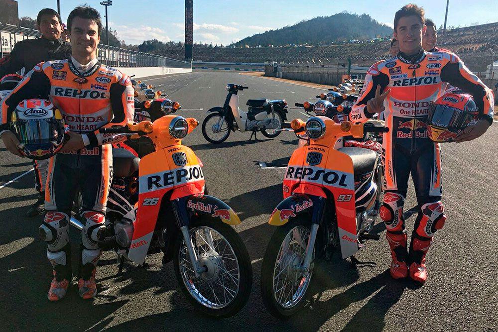Marquez y Pedrosa Honda Super Cub