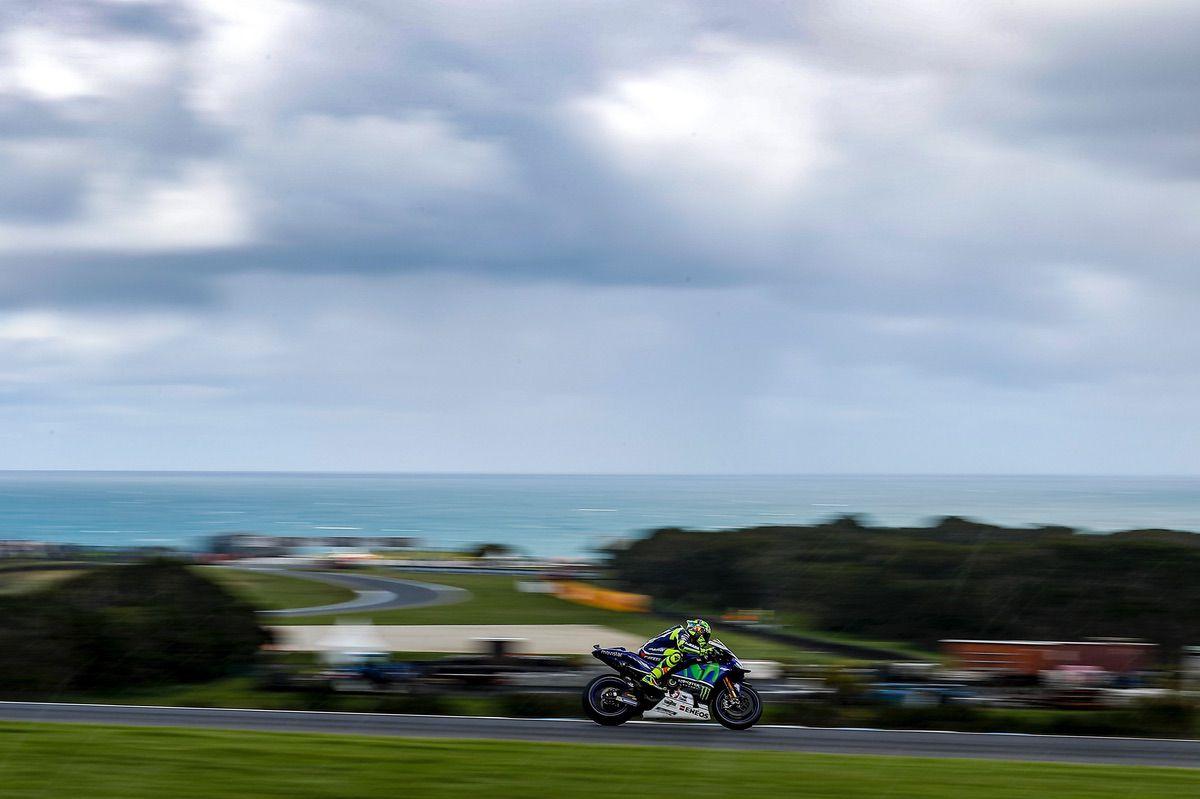 Valentino Rossi rueda en MotoGP en Phillip Island