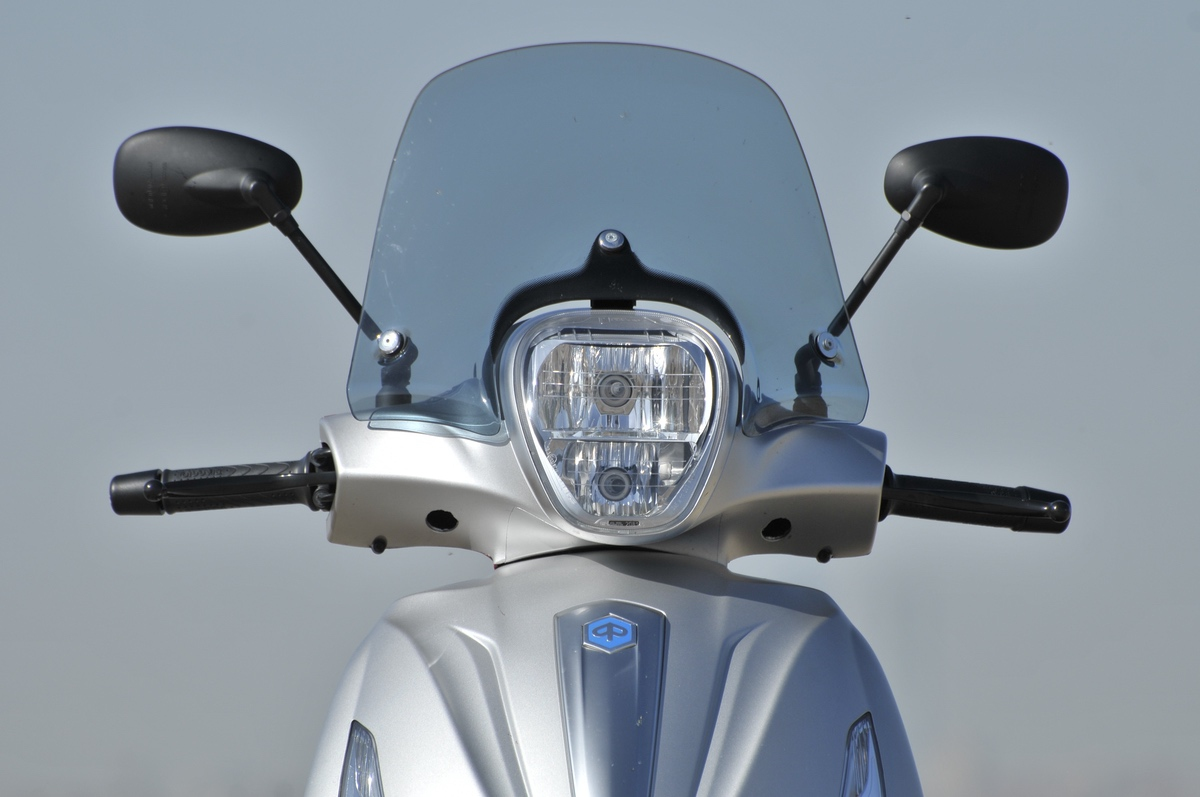 Piaggio Beverly 350 frontal