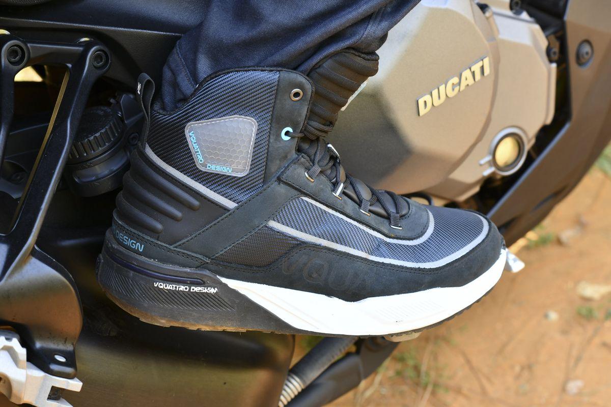 Arrow, las nuevas zapatillas deportivas para moto de Vquattro
