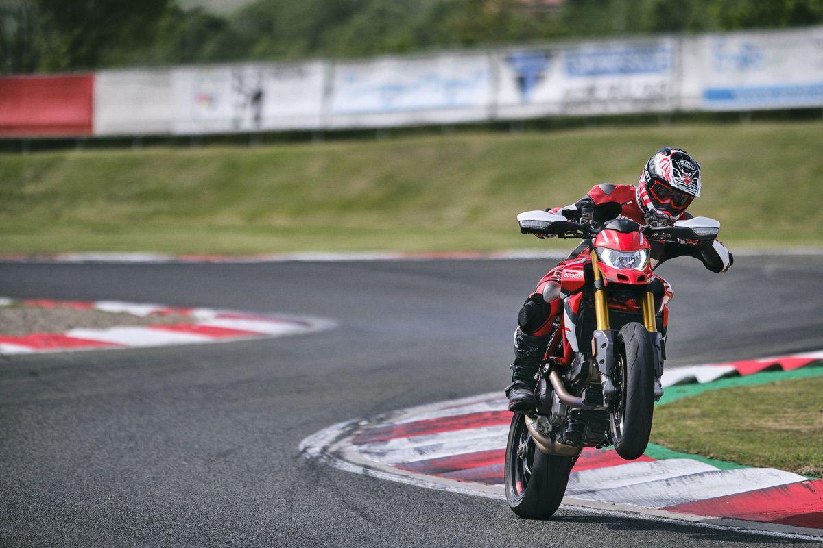 Ducati: nueva decoración de la Hypermotard 950 SP y toda la gama actualizada con la normativa Euro 5