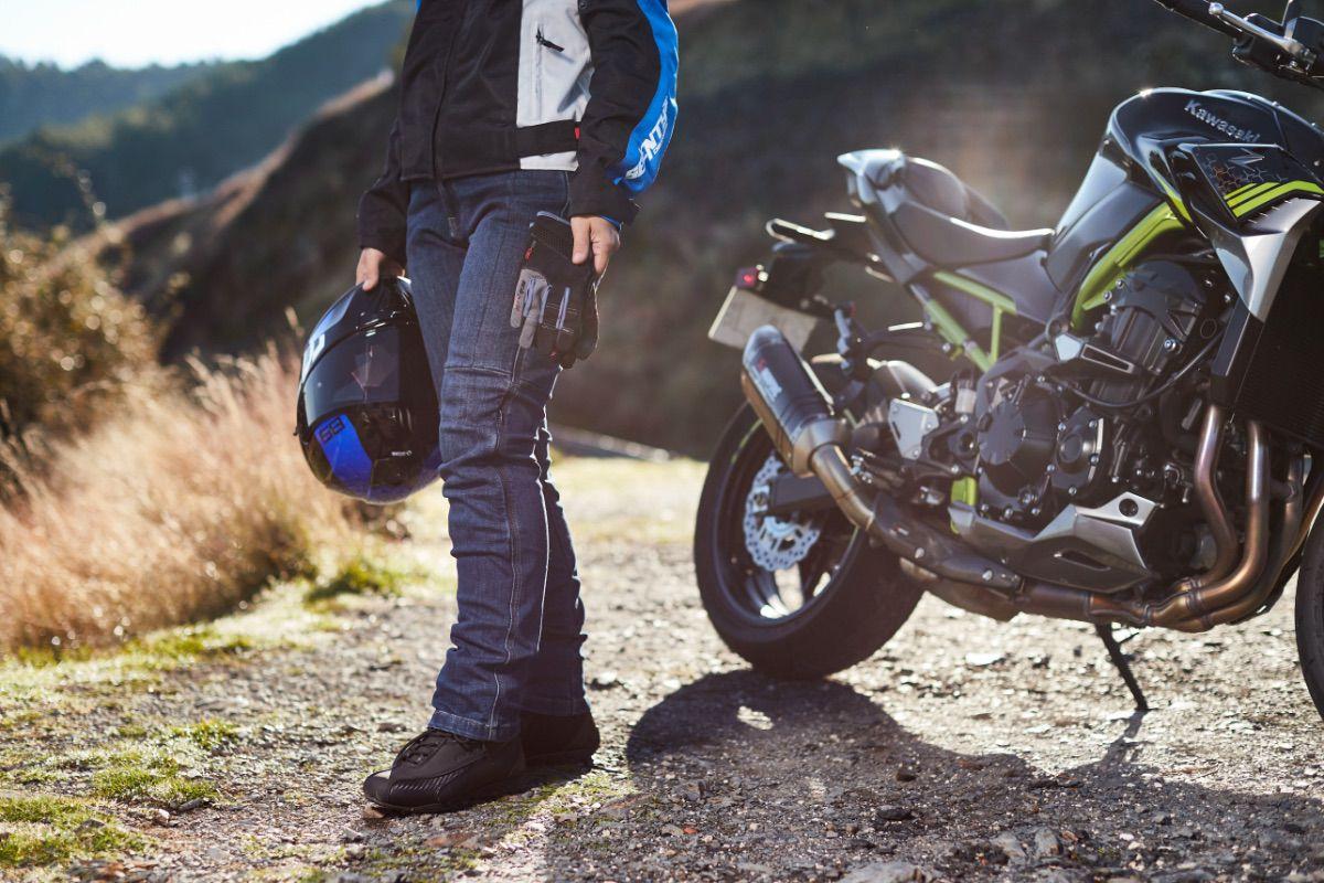 Seventy Degrees lanza una colección de vaqueros para moto