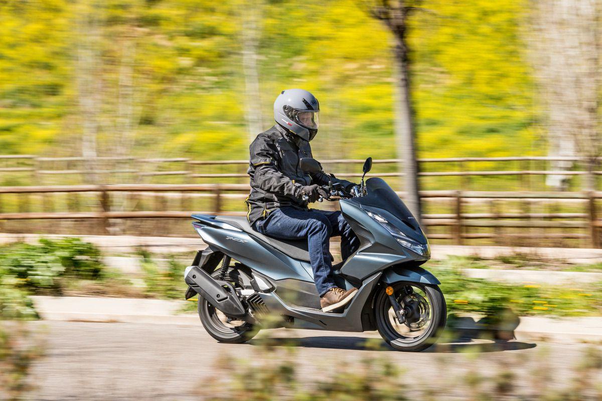 Las 10 mejores motos y scooter 125 (sin carnet) para llevar niños