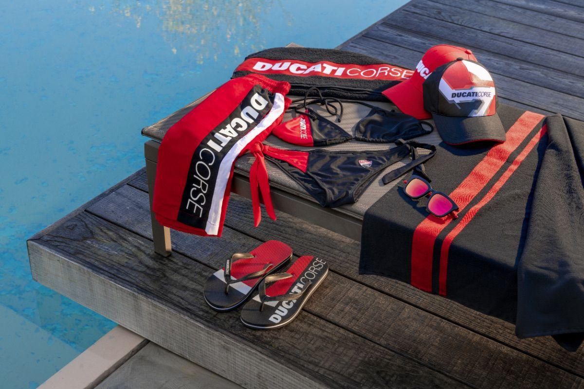 Vete a la playa con Ducati