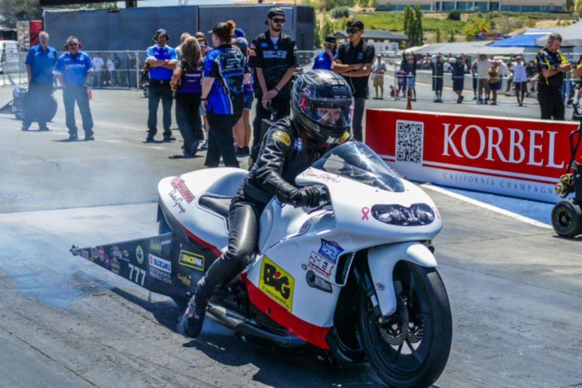 La piloto Karen Stoffer gana a todos con su Suzuki Hayabusa de 400 CV