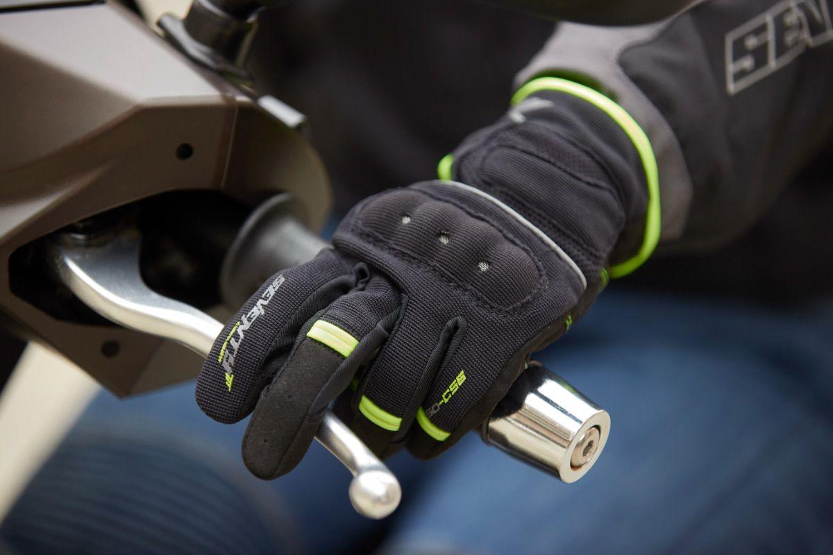 Así son los guantes de entretiempo de Seventy Degrees