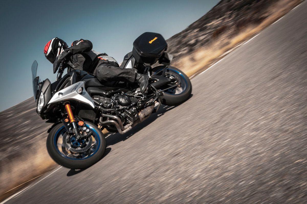 Prueba de los neumáticos de moto ContiRoadAttck 3