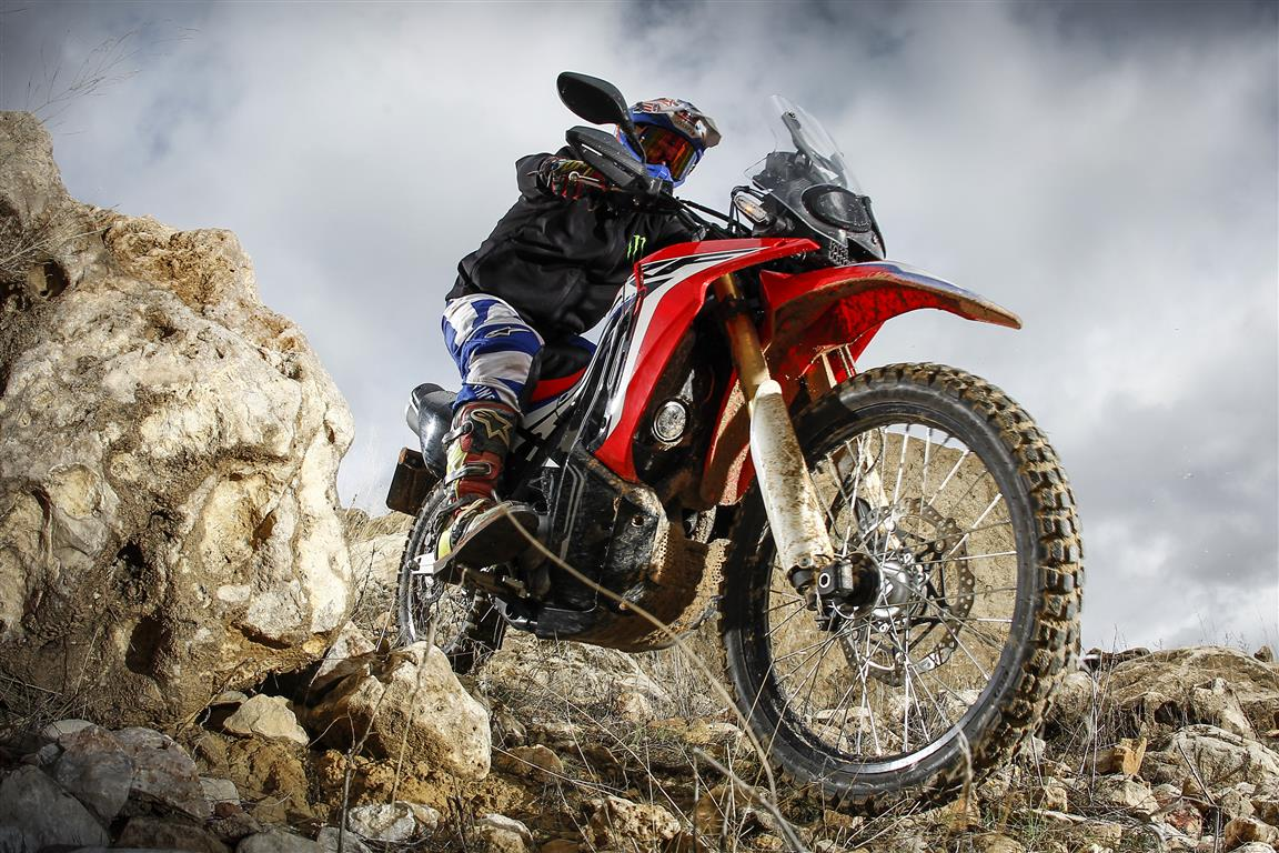 http://www.moto1pro.com/sites/default/files/prueba_honda_crf240_rally_1.jpg