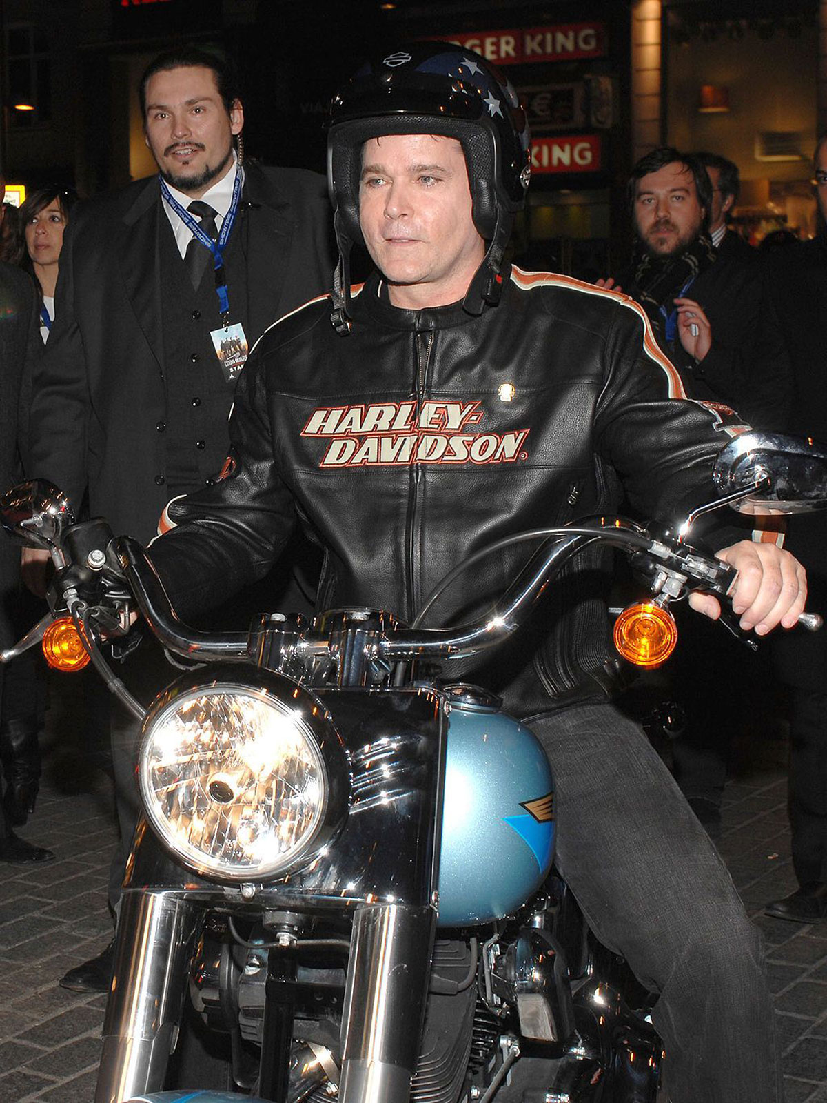 Ray Liotta en moto
