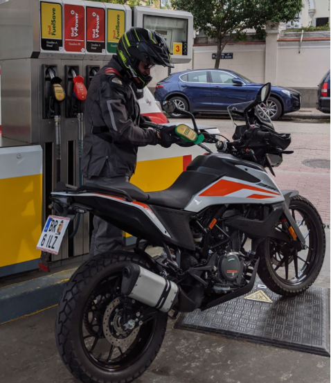 repostaje moto