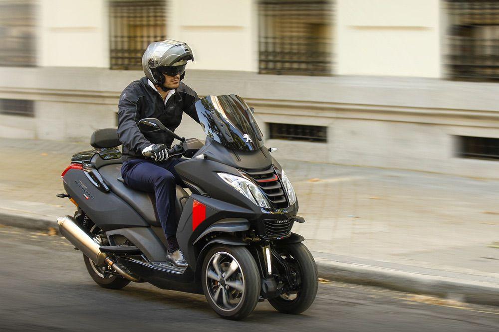 Consejos para conducir un scooter de tres ruedas