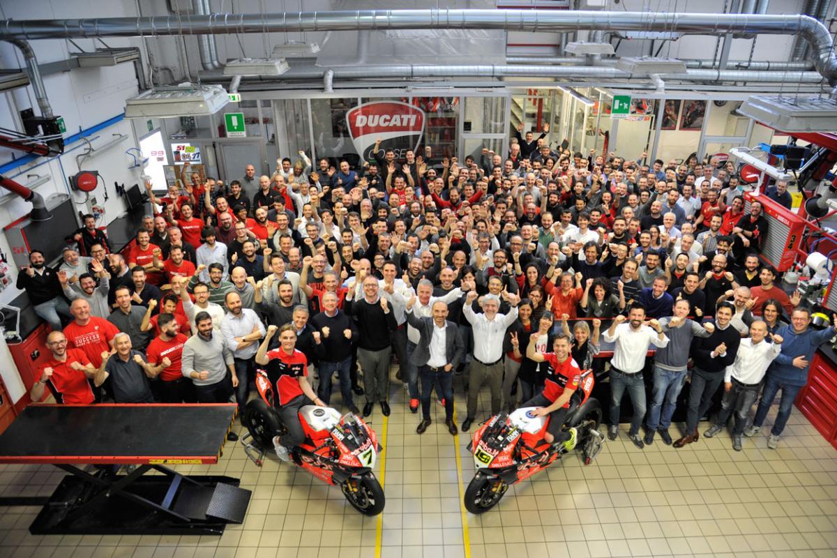 Alvaro Bautista y Chaz Davies, de celebración en Ducati