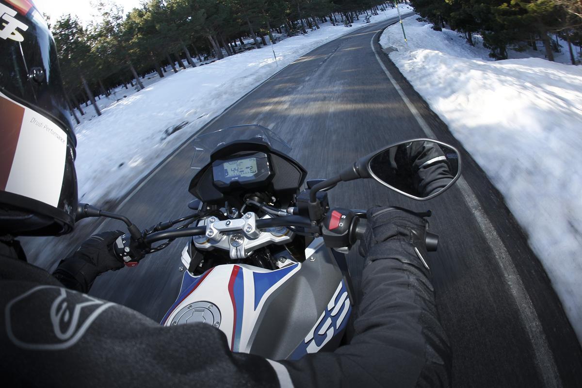 Encuesta: ¿La moto es solo para el buen tiempo?