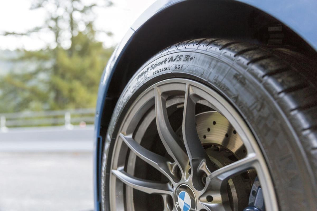 Diferencias entre los neumáticos de una moto y los de un coche