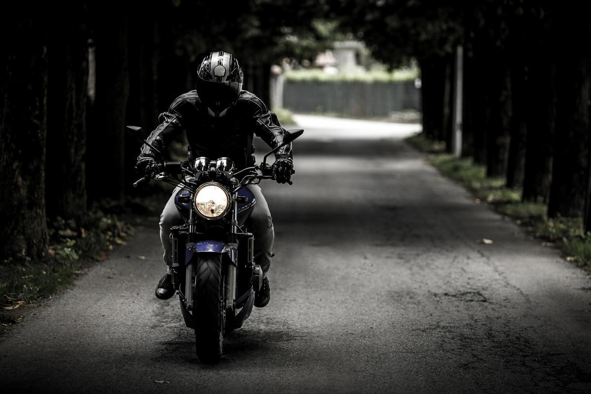Deja su moto en el taller para que la arreglen y la ponen a 222 km/h