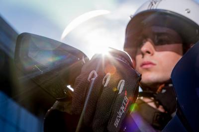 Los guantes de moto serán obligatorios en 2021
