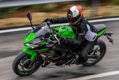 Prueba Kawasaki Ninja 650 2021