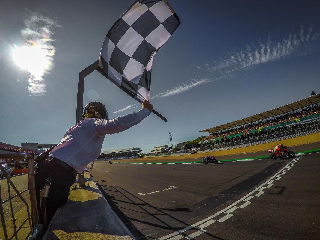 Dovizioso gana el GP de Gran Bretaña