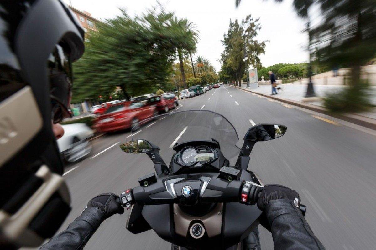 Los 10 pecados capitales de los coches con respecto a las motos