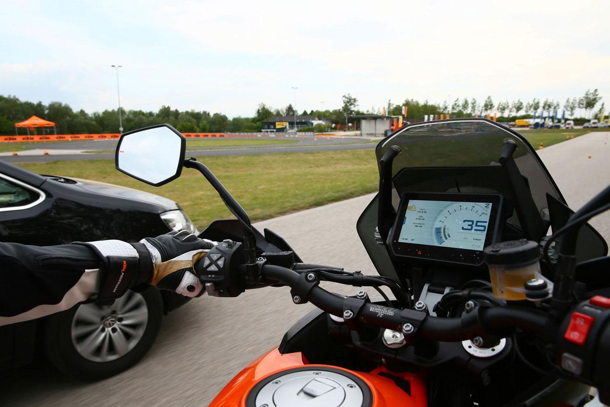 Las KTM con sistema de control de angulo muerto para motos