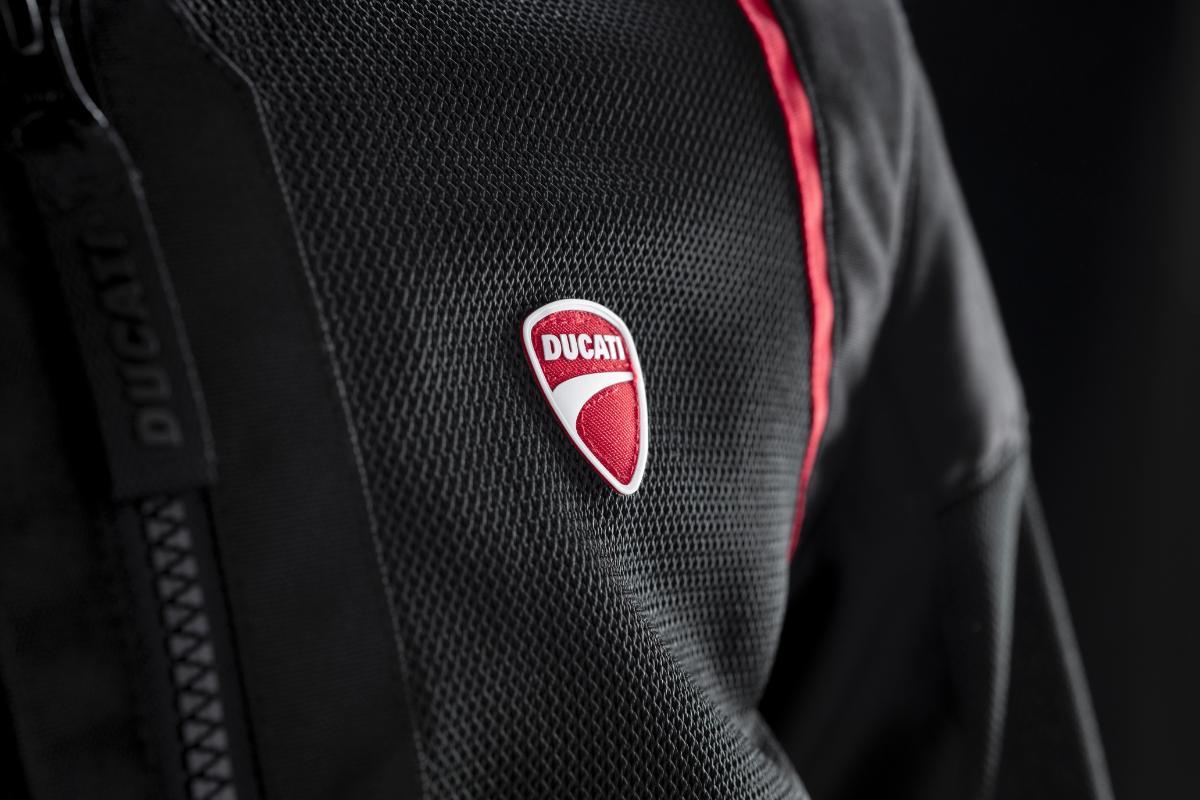 Ducati lanza una línea de chaquetas de verano