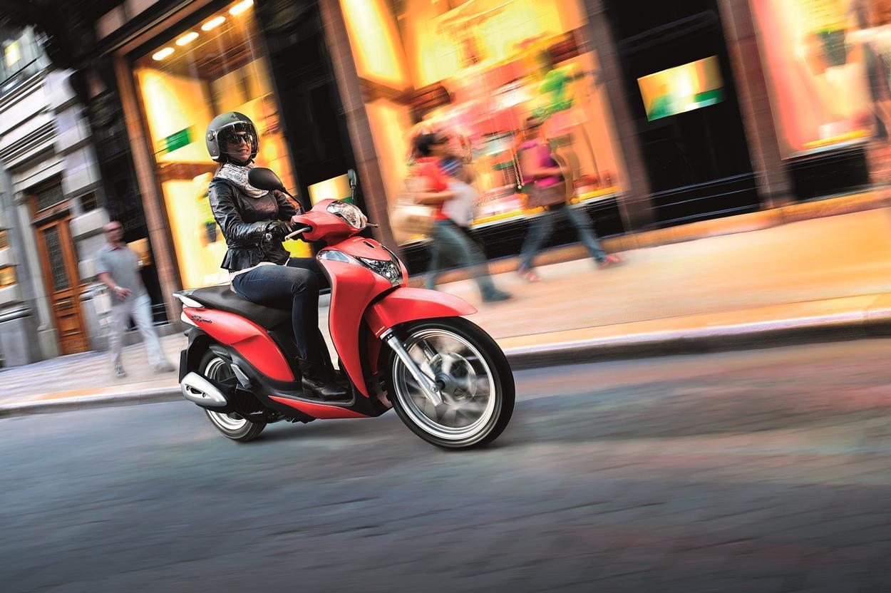Lo scooter 125 son los vehículos de dos ruedas más vendidos en España