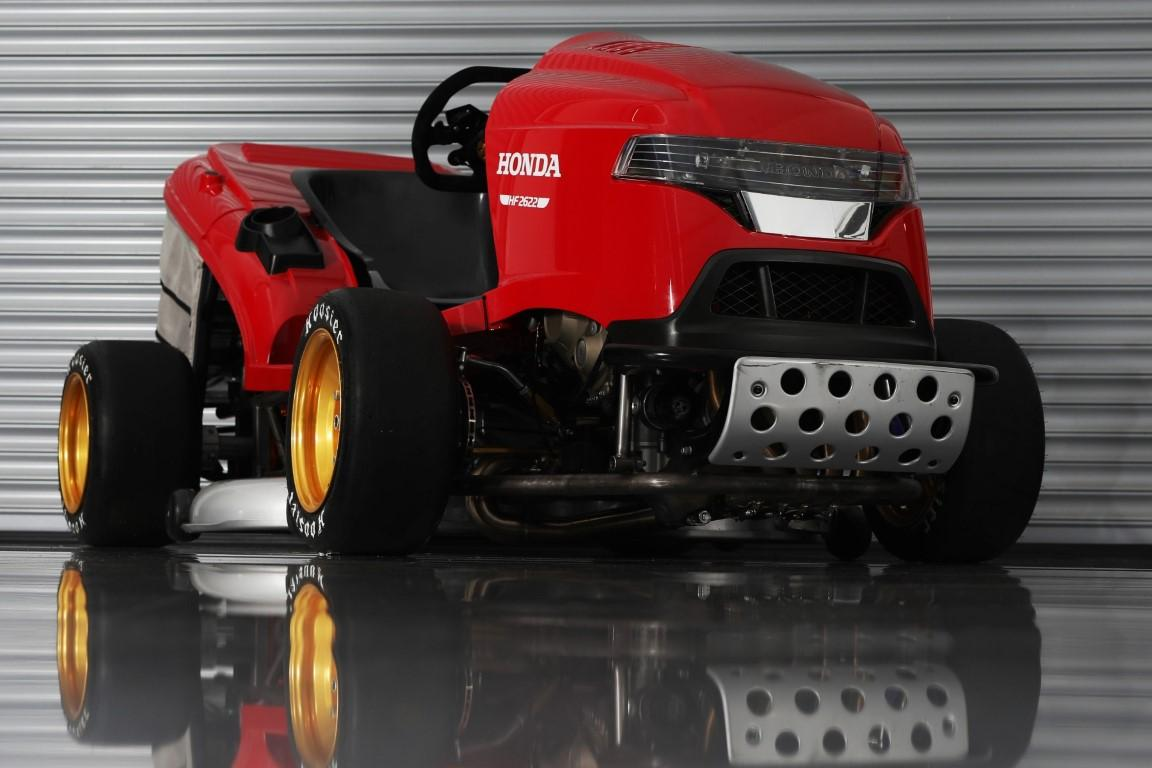 Honda Mean Mower V2 cortacesped CBR 1000 RR