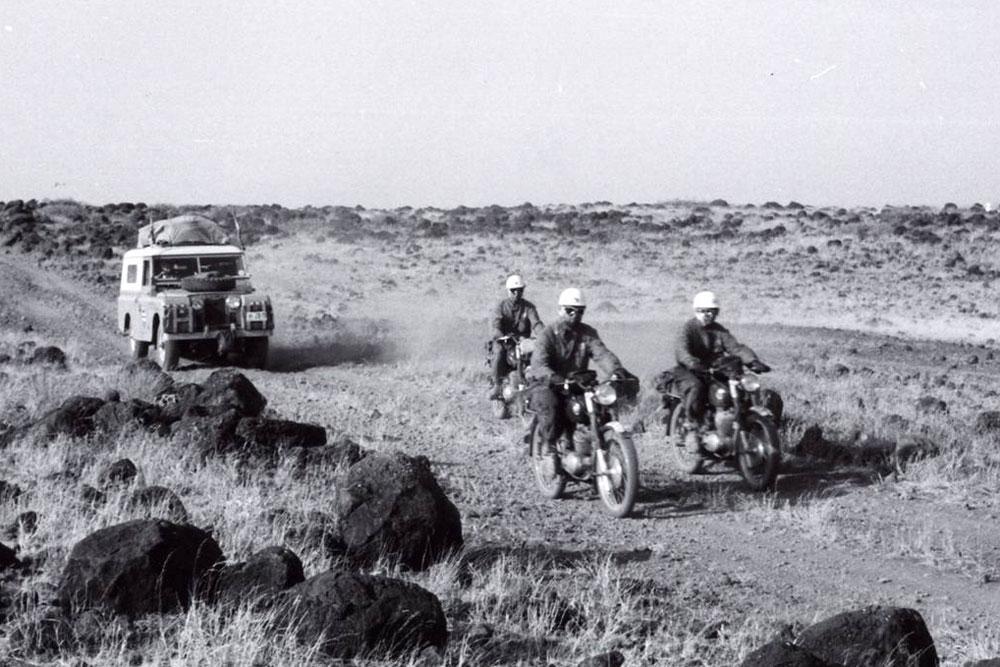 Manuel Maristany en el Land Rover durante la Operacion Impala