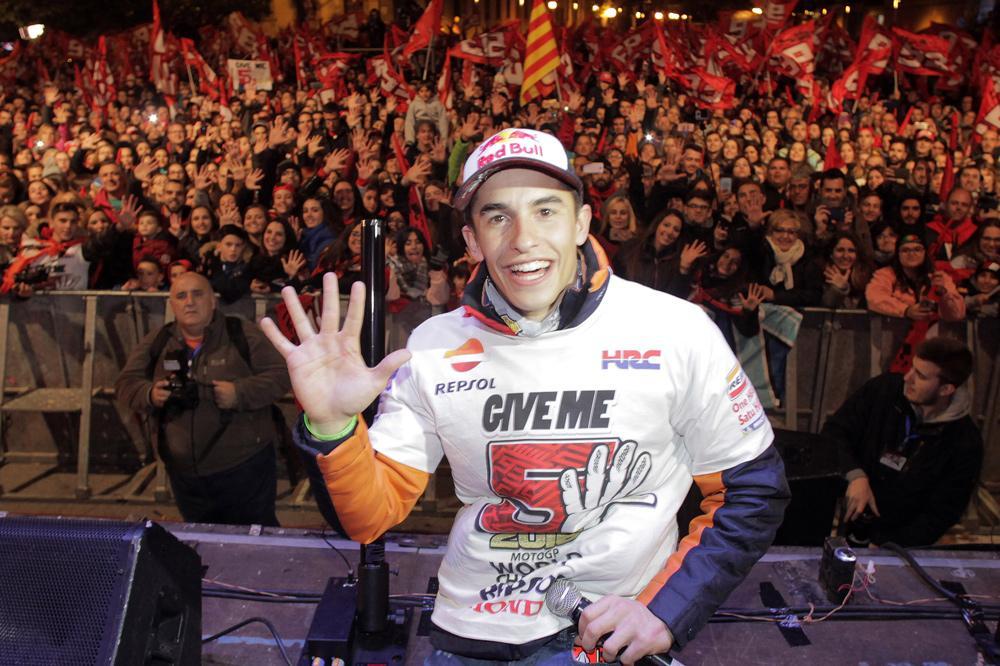 Marc Márquez celebró sus cinco títulos mundiales de Motociclismo en Cervera