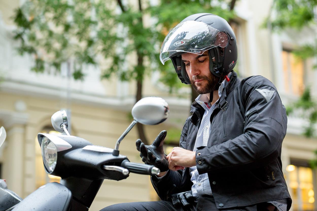 Mario Sandoval, a favor de la movilidad en moto