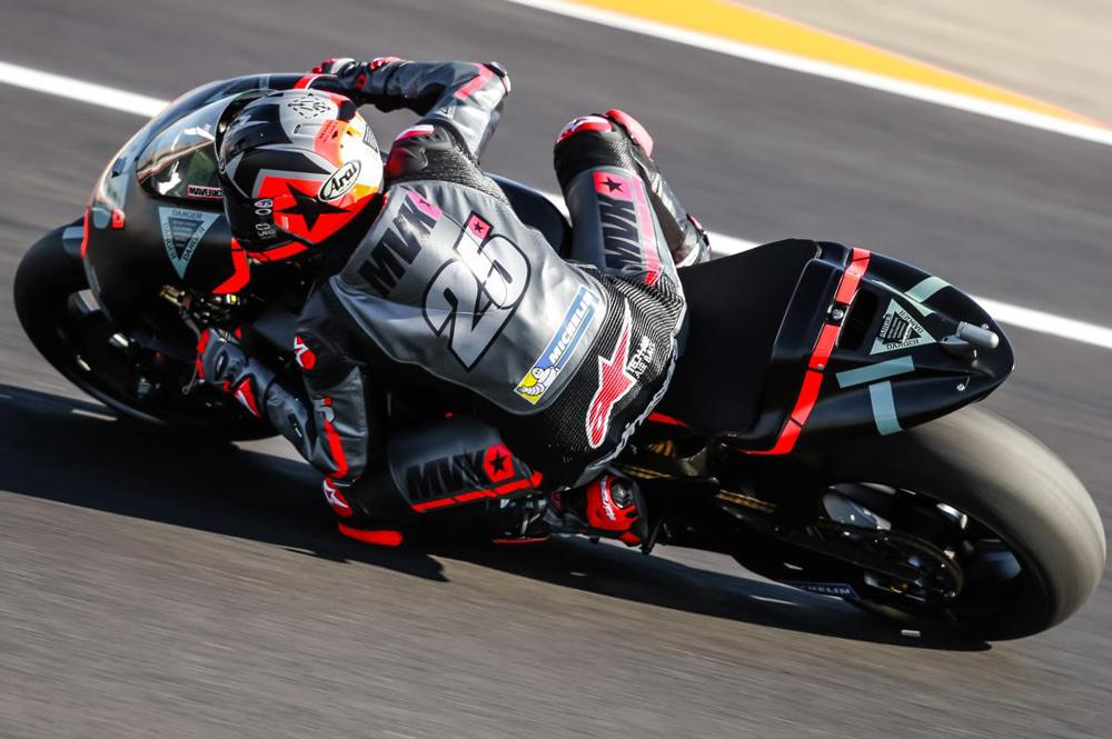 Maverick Vilñales con Yamaha en los entrenamientos de Valencia 2017