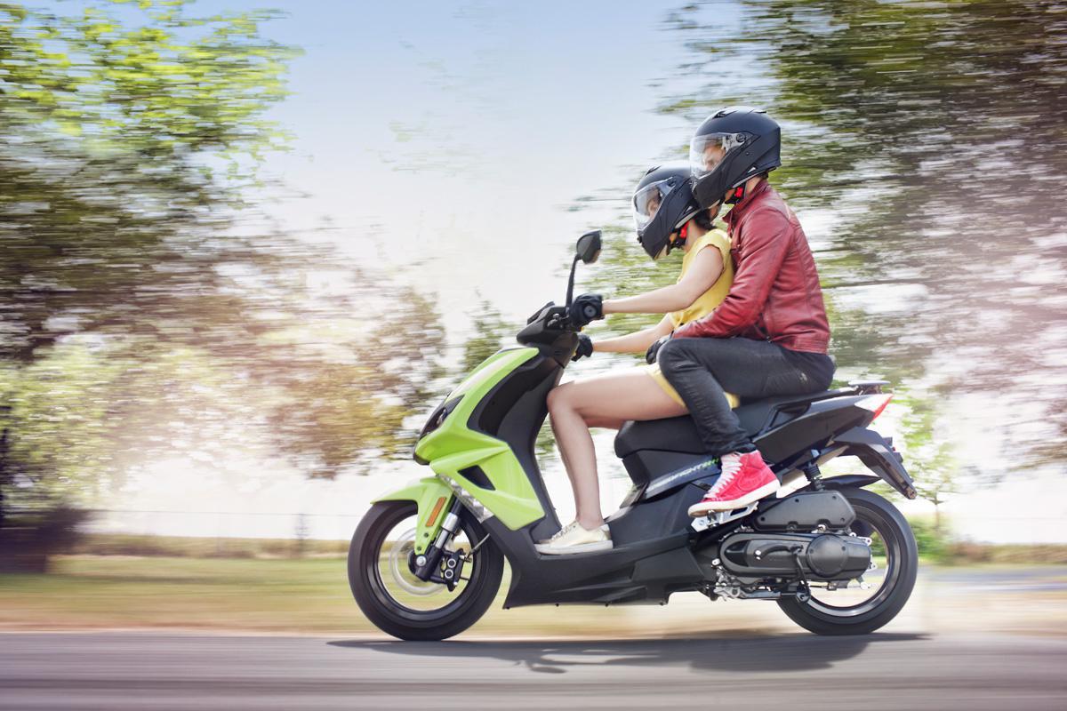 Ciclomotores y pasajero sin límite de edad