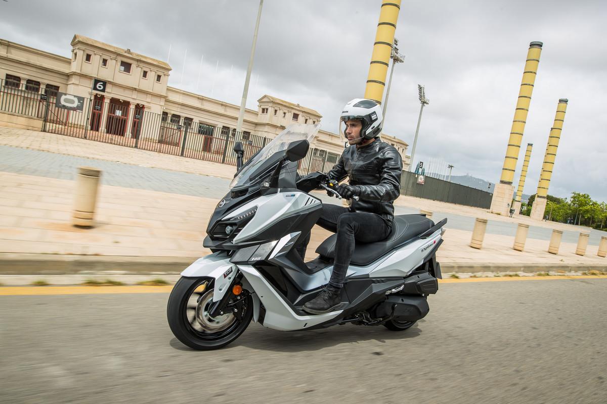 SYM lanza el nuevo Cruisym Alpha 300: Un scooter GT de media cilindrada