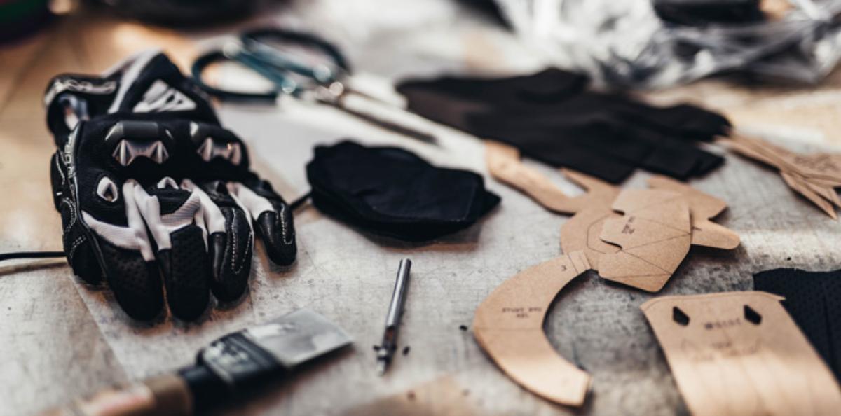 Estos son los materiales que se usan para fabricar los guantes de moto
