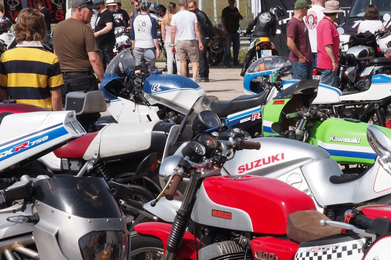 El Racer Explosion son rodadas para aficionados a las motos deportivas clásicas en Madrid
