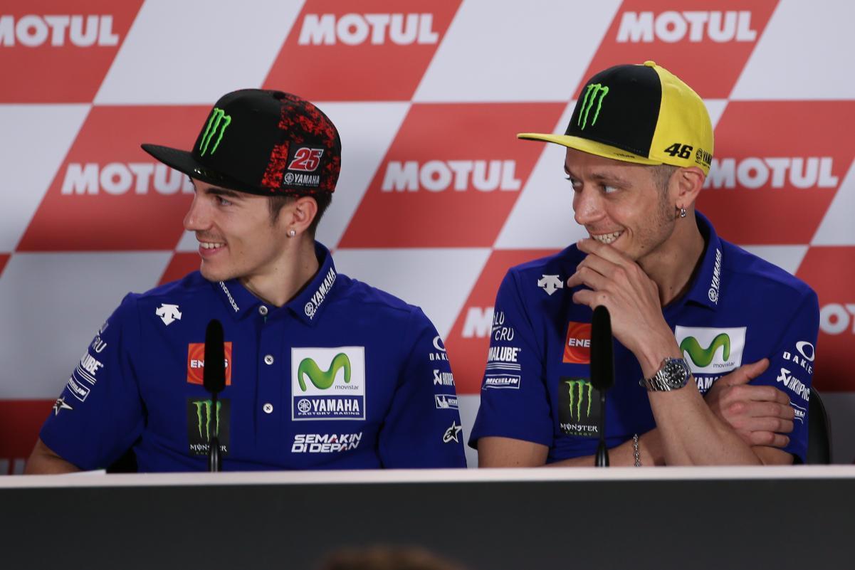 Rossi y Viñales en rueda de prensa