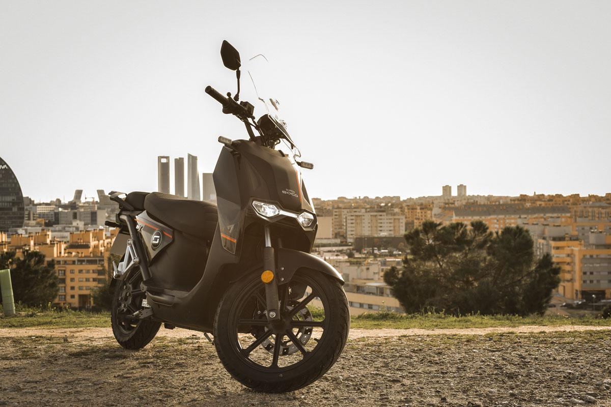 Prueba scooter eléctrico Super Soco CPX: Planeo silencioso