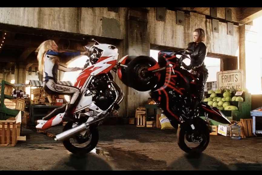 TORQUE: La escena en moto más surrealista en la historia del cine