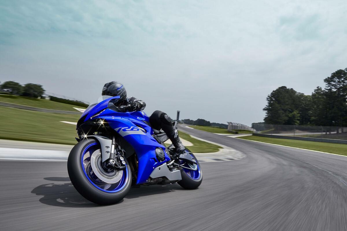 Yamaha lanza la R6 RACE una moto en exclusiva para circuito